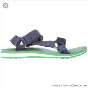 Men's Teva sandals w/Velcro